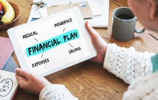家庭財務計劃必須同時考慮醫療支出、生活開支、儲蓄和保險。