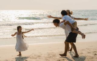 當每一位家庭成員的自我價值感都高,能自在的扮演家庭裡三角關係的「第三者」時,家庭就會朝滋潤彼此的方向前進。